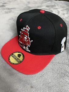 TAMPA BAY BUCCANEERS BUCS SUPER BOWL TROPHY BLACK & RED ADJUSTABLE HAT CAP NEW