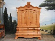 Markenlose Möbel aus Kiefer fürs Wohnzimmer