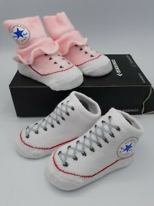 CONVERSE BABY GIRL GIFT SET BOOTIES CRIB SHOES 2 PK. 6-12 MONTHS NWT IN GIFT BOX