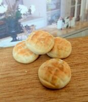DOLLS HOUSE MINIATURE FOOD HANDMADE * 4 X SMALL BREAD BUNS * COMBINED P+P