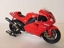 Carlos Checa mano firmato YAMAHA MOTOGP 2002 1:12 Minichamps pressofusione modello.