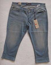 Levi's Capris Jeans Women's Curve ID Capri Cropped Light Wash Denim Size 34
