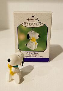 """Hallmark Keepsake Peanuts Snoopy Woodstock a """"Snug Hug"""" Ornament 2000 Brand New"""