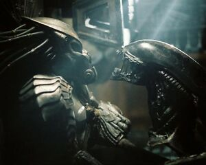 Whyte, Ian [Aliens vs Predator] (28943) 8x10 Photo