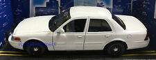 Motormax 1/24 2010 Ford Crown Victoria Police Car Slicktop White - 76932