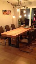 Esstisch-aus-Holz-mit-Tischkufen-im-Industriestyl
