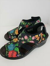 """Bzees Womens """"Dream"""" Sandals Size 8M Floral/Black Wedge Casual 2""""Heel Open Toe"""