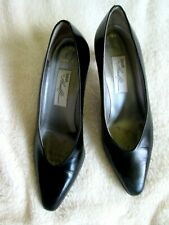 MAGIK by AMALFI 10B Hand Made in Italy Black Leather Pointed Toe HEELS PUMPS EUC