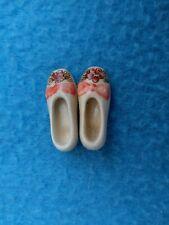 Paire de souliers miniature - 2 cm - Porcelaine - Peint à la main