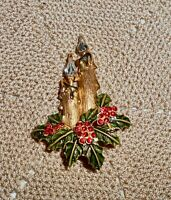 Vintage Christmas Candle Holly Berry Brooch Pin Rhinestone Gold Tone    C208