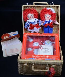 """RAGGEDY ANN and ANDY Tea For Two - 16pc Tea Set in Wicker Basket w/ 8"""" Dolls"""