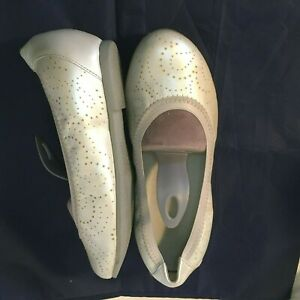 Munro American Brandi 7WW White Pearl Ballet Flat Skimmer