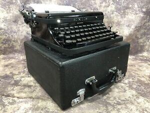 1939 Royal Speed King Typewriter S/N B-824759 W/Case