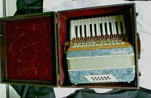 Vintage Crucianelli  Accordion Pancordian w/Hard Case ~ SELLING FOR PARTS ONLY!
