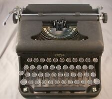 Vintage Royal Varsity Portable Typewriter Glass Keys With Case / Nice!!