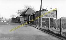 Ickenham Railway Station Photo. Ruislip - Hillingdon. Harrow to Uxbridge. (2)