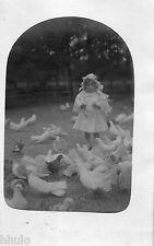 BJ294 Carte Photo vintage card RPPC Enfant pigeon oiseaux fillette robe blanche