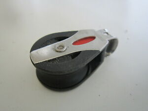 DINGHY RONSTAN SINGLE ROLLER BLOCK 30mm dia suit 8mm max line - USED
