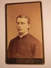 Regensburg - junger Mann mit Brille - Geistlicher - Priester ? Prediger ? / CDV