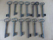 Lot de 13 anciennes clés clefs dont FER FORGE , longueur 12 à 13 cm lot 3