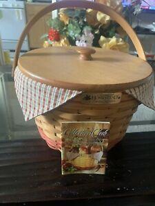 Longaberger Collectors Club 1999 Homestead Basket with Liner, Protector And Lid