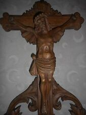 ELEMENT EN BOIS NOYER sculpté/CRUCIFIX/RELIGION/48 x30,5x 2,5cm/H.JESUS 23,5 cm