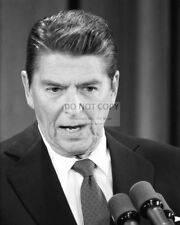RONALD REAGAN TAKES QUESTIONS DURING A PRESS CONFERENCE - 8X10 PHOTO (DA802)
