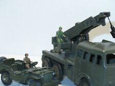 DINKY TOYS 80b, soldat assis militaire (brun ou vert) pour camion berliet grue