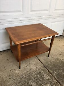 Lane Acclaim Dovetail Mid-Century Modern  End Table Style 0900-05
