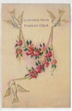 CPA GAUFREE EMBOSSED Loin des yeux près du coeur oiseaux  collier de fleurs 1905