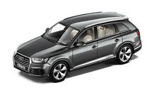 ORIGINALE AUDI Q7 4M modello auto 1:43 grigio grafite Q7 tipo 4M