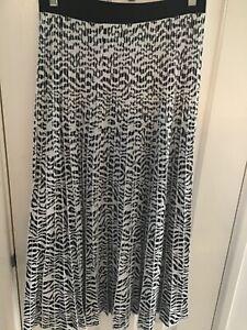 Veronika Maine Knitted Zebra Print Skirt Black/White sz Medium/12 Pre Owned