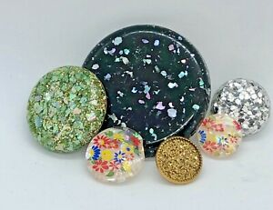Brilliant Retro Buttons Embedded Glitter,  Iridescent Abalone Shell -  Flowers