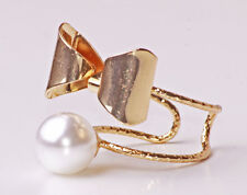 STUNNING FEMININE GOLD TONE CLASSY BOW & PEARL DOUBLE STATEMENT RING (CL25)