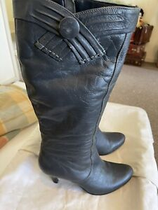 Diba 9 Leather Knee High Boots Grey Small To Medium Heel Casual Or Work GUC