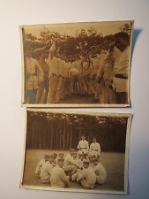 Gruppe Soldaten beim Lachen und Spaß machen / 2x Foto