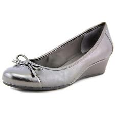Low (3/4 in. to 1 1/2 in.) Leather Wide (C, D, W) Heels for Women