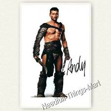 Andy Whitfield aus Spartacus: Blood and Sand - Autogrammfotokarte [A1] 