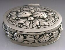 BEAUTIFUL GOOD SIZED 800 SILVER EMBOSSED BERRY SNUFF TRINKET BOX c1900 ANTIQUE