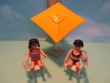 Playmobil structure OUTDOOR UMBRELLA + 2 CHAIRS + 2 WOMEN IN SWIMSUITS W/ DRINKS