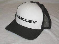 9edbe5e711a BNWT - OAKLEY Golf Trucker Cap Black White