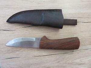 Jagdmesser mit Holzgriff geschraubt und Lederscheide