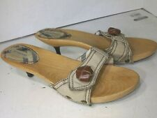 Burberry Wood Kitten Shoes Leather Button Pumps Womens Size 7.5