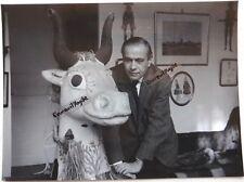 PHOTO Jean Denis MALCLES 1960 environ avec tête taureau theatre décor G779