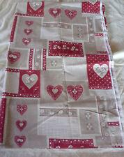 Magnifique coupon tissu MONTAGNE PATCHWORK motifs COEURS EDELWEISS tons de ROUGE