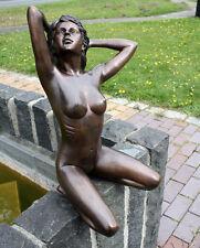 Bronze, Figuren, kniender Frauenakt, Dekoration für Haus und Garten