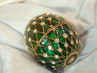 Very Cool  Ice Rhinestone Green Enamel Egg Trinket Box Vintage 80's 190jl7