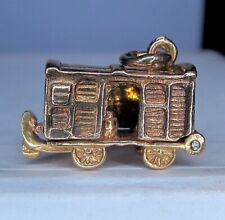9ct GOLD RAILWAY CARRIAGE  - OPENS - NICE QUALITY  ................. A25
