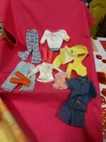 lot====9  piéces bottes ,vétements    de barbie  ,poupée mannequin