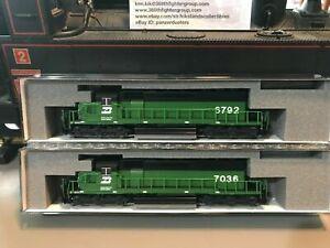 Kato SD40 Engines Burlington BN x2 PLUS 1064700 8 Car Covered Hopper Set - New!